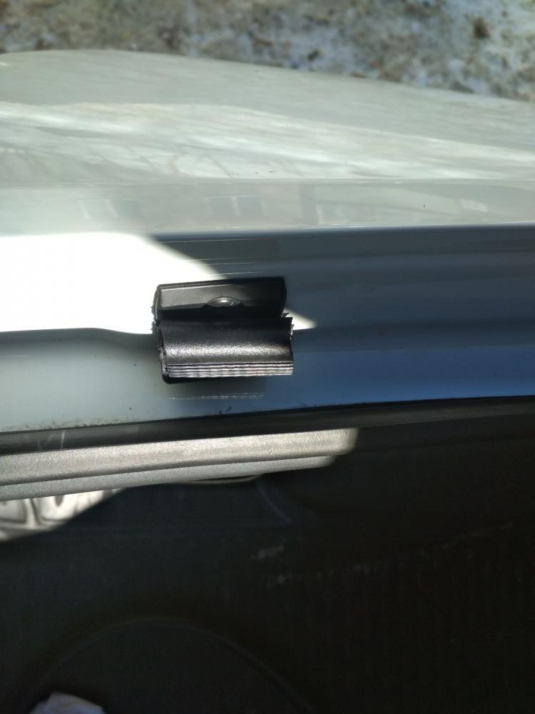 Гремит крышка багажника на Rapid