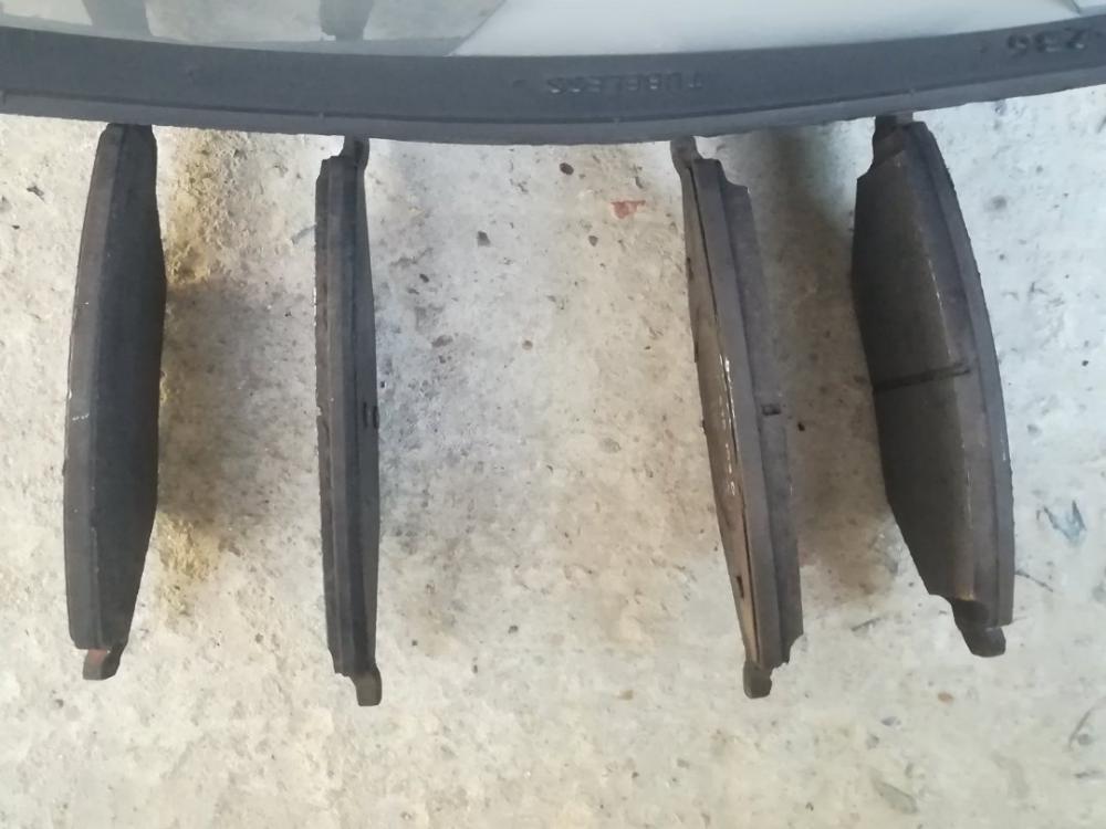 Неравномерный износ тормозных колодок Шкода Рапид